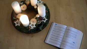1st-advent-wreath-and-hymn-book-1411674-1280x960